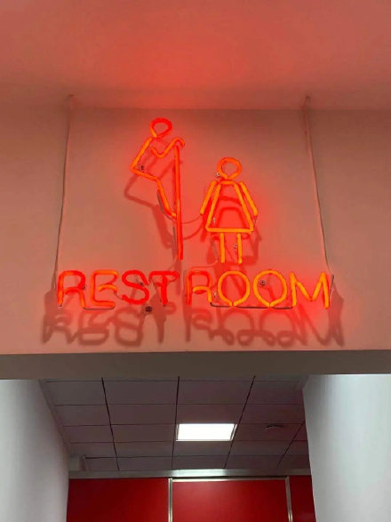 洗手间标志设计成偷看女性,上海网红粤菜馆自认幽默却惹众怒