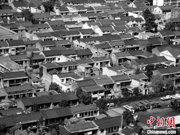 """""""西部第一村""""的""""蝶变"""":人均三分地到户均资产超300万元"""