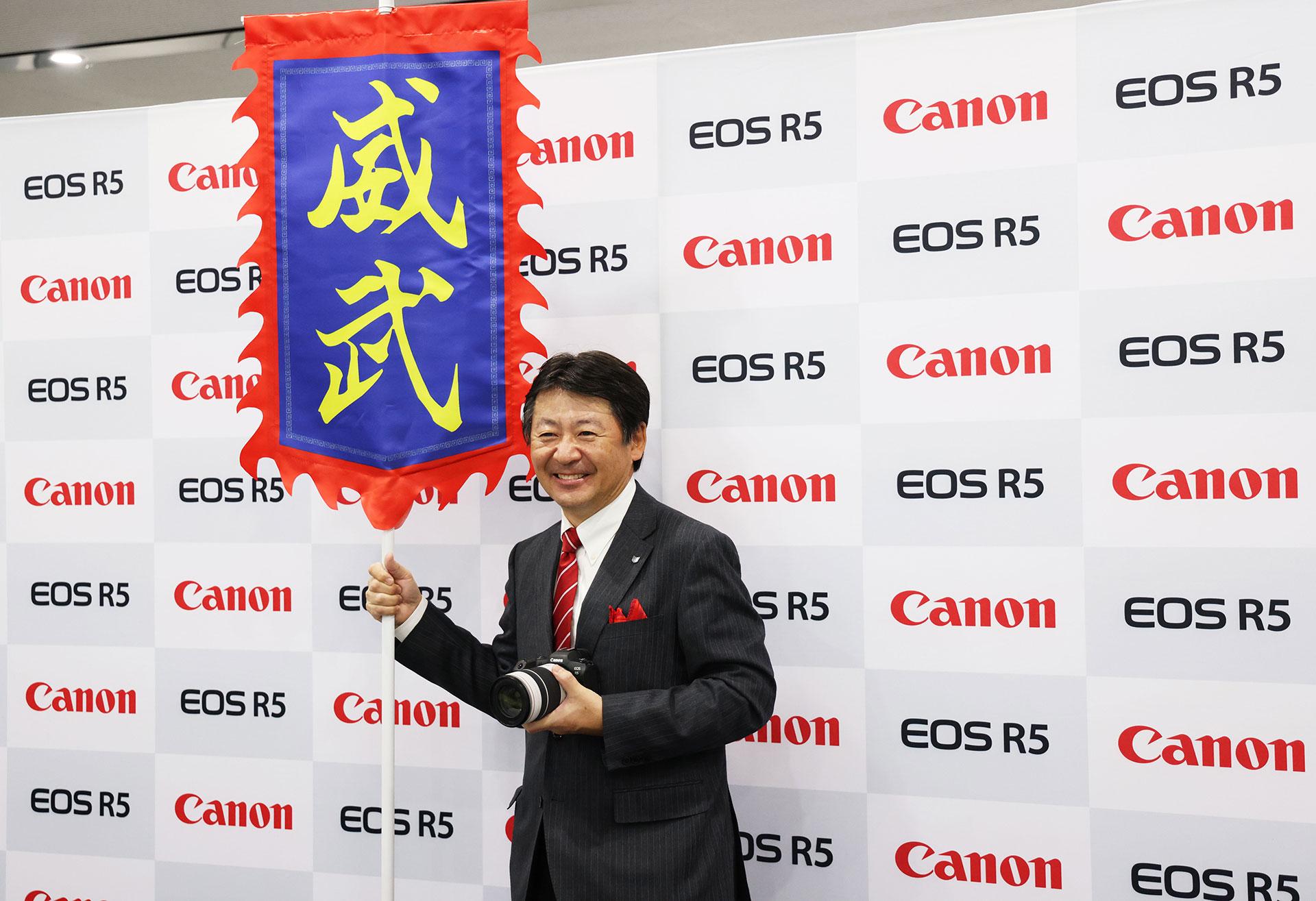 EOS R5、R6热销,新RF镜头吊人胃口,佳能在中国做对了什么?