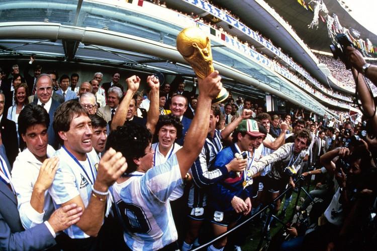 克洛普悼念马拉多纳:他是足坛一位真正伟大球员,安息吧迭戈