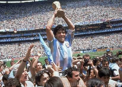 马拉多纳职业生涯数据统计:679场比赛345个进球,1986年世界杯独造10球一战封神