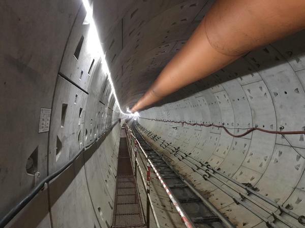 郑州地铁6号线03标工金盾构区间顺利贯通