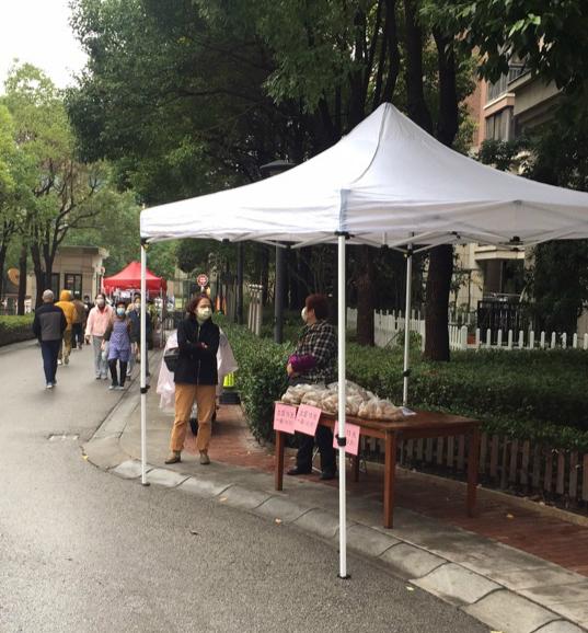 上海这个封闭小区,全员帮忙吃土豆……怎么回事?