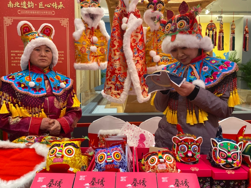 10位非遗大师齐聚西安城墙共话传承 为市民送上文化盛宴