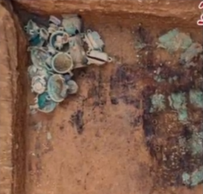 """山西垣曲发现周代高级贵族墓葬群,带铭文铜器引关注,网友求""""翻译"""""""
