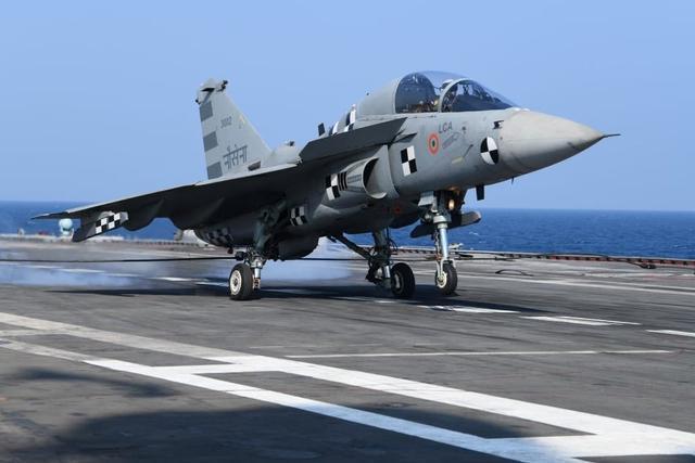 """印媒:美海军需要新教练机,印度提议采用其国产的""""光辉"""""""