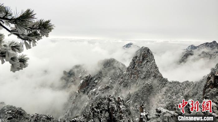 安徽黄山风景区迎入冬首场大雪