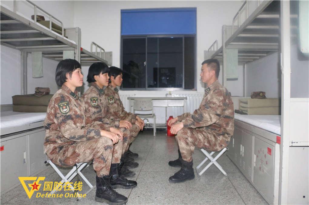 男班长遇上女兵班,有着怎样的精彩?
