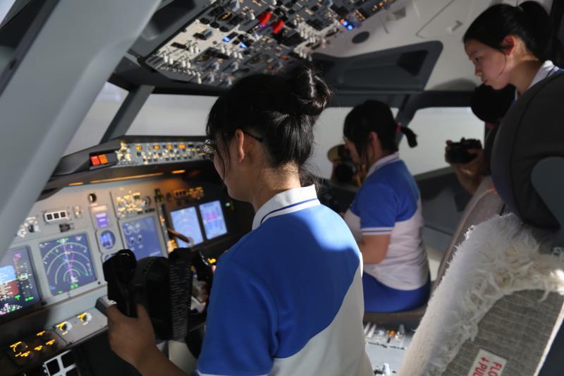 航空专家齐聚阎良为 航空特色教育支招