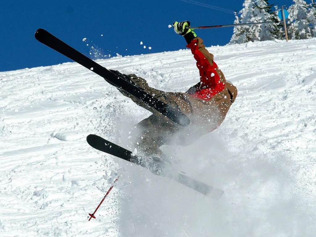 滑雪男子被熊猛追 滑雪遇到熊就会滑雪了