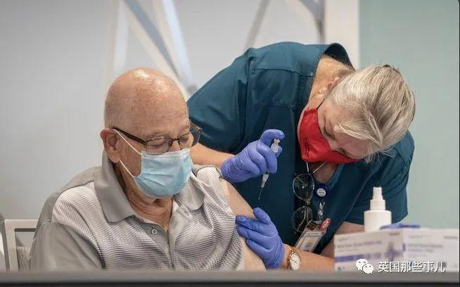 美国无德医生,故意将新冠疫苗放置失效后,再给人注射