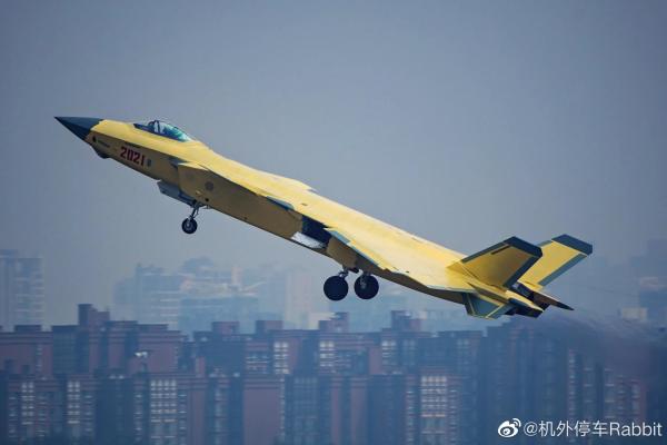 国产发动机版本歼-20加入人民空军序列