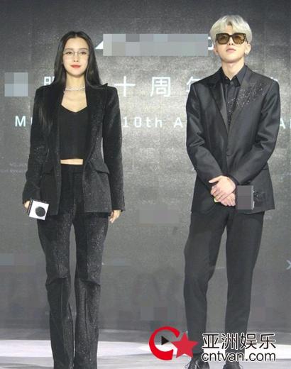 Angelababy蔡徐坤同框 点名李菲儿后出席活动状态佳