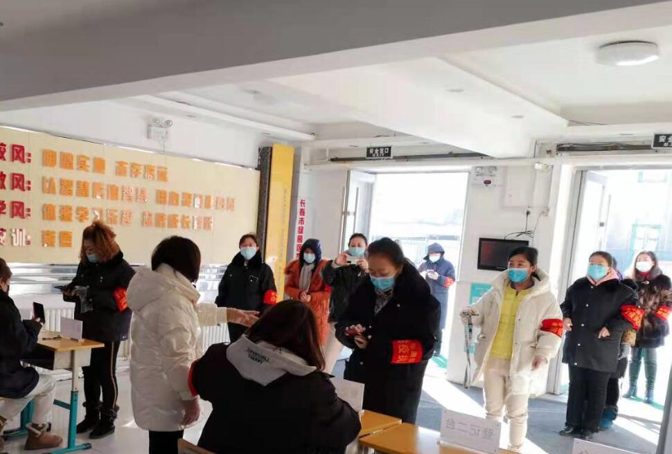 青年路街道东方社区举行新冠肺炎核酸采集检测应急演练