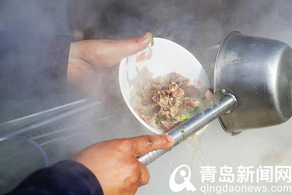 太意外上央视的青岛小嫚把这碗汤也带火了不少人来赶集解馋