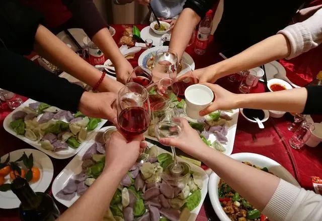 """@所有人!甘肃50人以上大型聚餐活动实行""""双报备"""""""