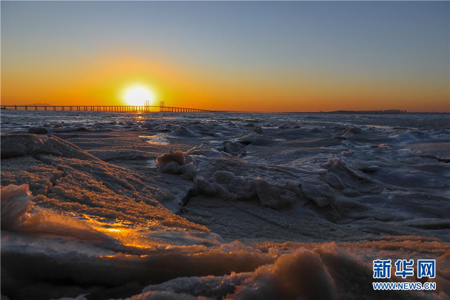 青岛胶州湾雪后夕阳入画来