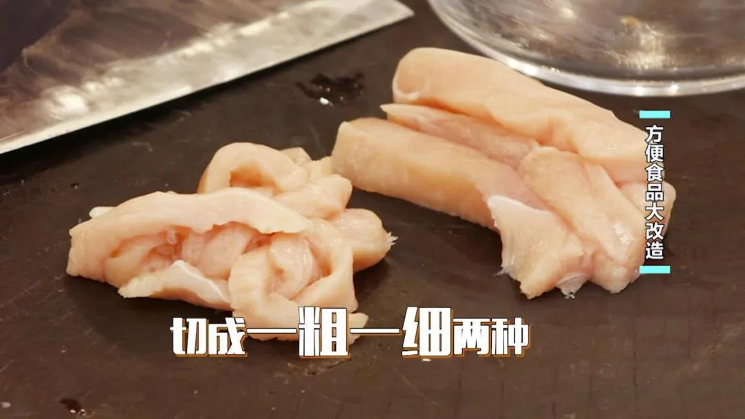 菠萝油条虾、脆皮鸡柳棒...方便面竟然可以做出这些美食 菠萝油条虾 第8张