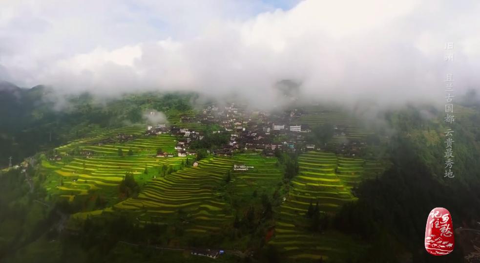 """2021五一热门旅游景点因在""""地无三尺平""""的贵州大山之中,有一块万亩平坦之地""""撅土为黄"""",而得名黄平"""