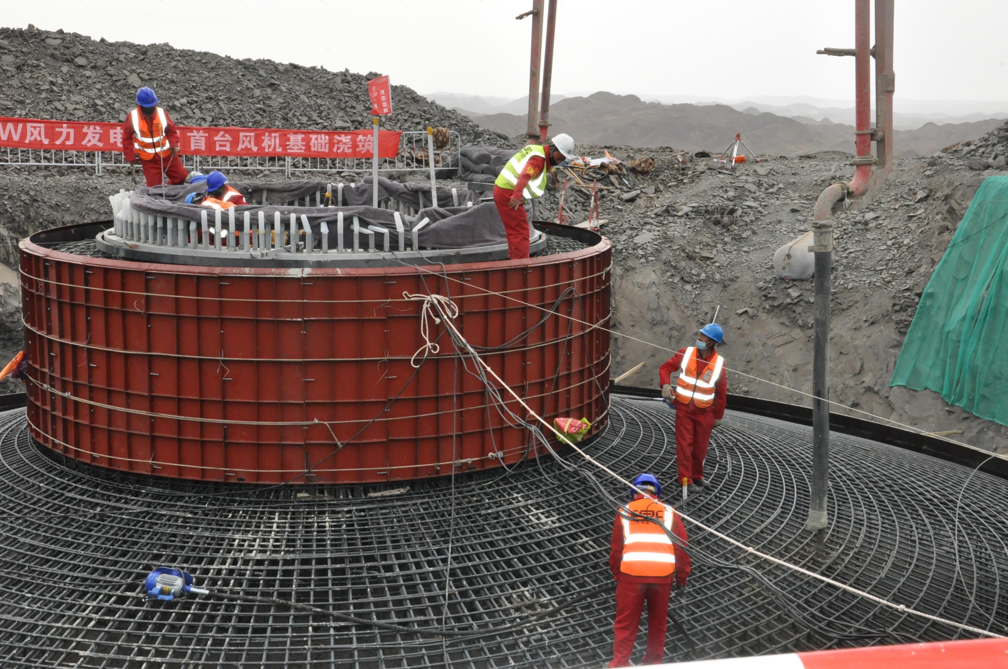 华电集团苇湖梁新能源公司:勇担当 稳驭舟 启新程