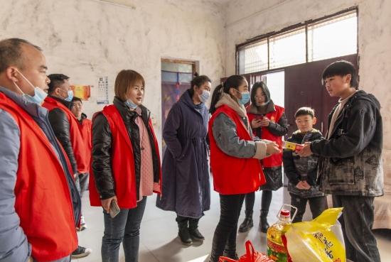 鲁山县:一爱心群捐款35000元情暖乡村