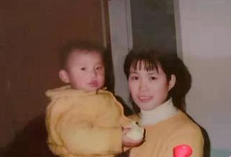 看完《你好,李焕英》,带你翻翻老照片:渐老去的父母,也曾风华正茂