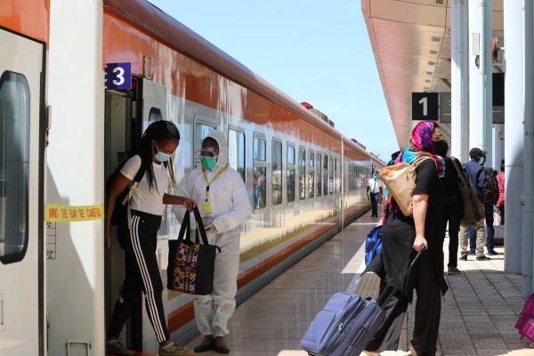 在肯尼亚蒙奈铁路上烙下春节的记忆