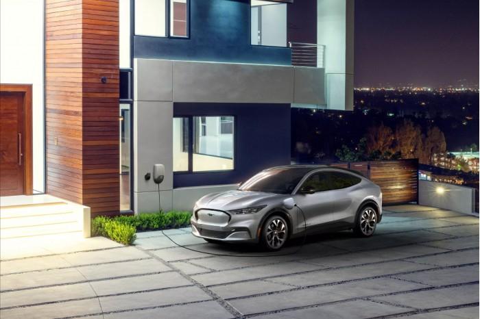 拜登政府发布了一项新的行政命令,以促进美国电动汽车供应链的发展