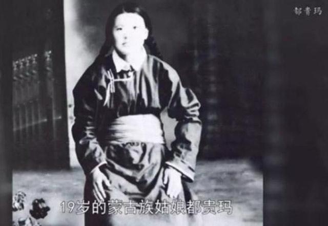 """""""三千孤儿入内蒙""""背后:19岁草原姑娘抚养28名上海孤儿"""