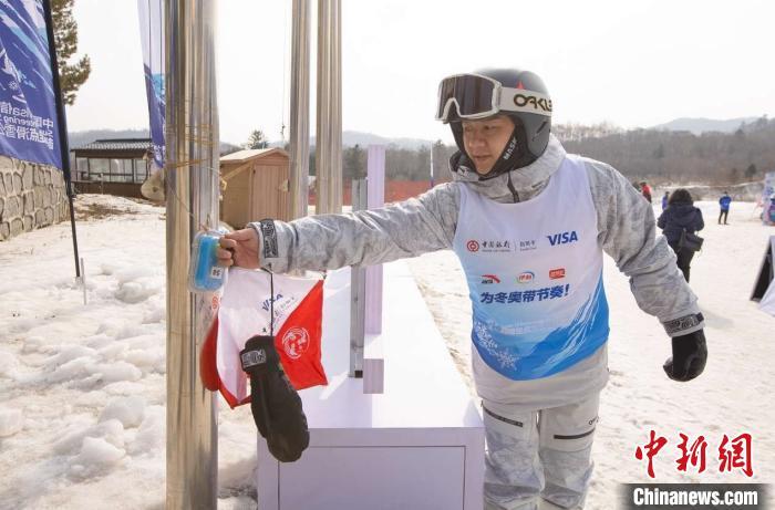 超级定点滑雪公开赛亚布力开赛 陈一冰陈金助力冰雪运动