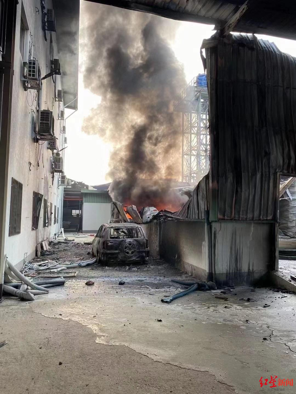 """缅甸32家中资企业遭打砸:80多人带刀闯入工厂""""刀往车里飞"""""""