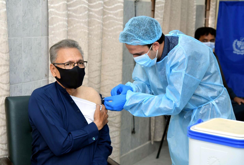 方便往来!中国宣布15日起为注射中国疫苗的外籍人员入境提供签证便利