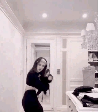"""姚安娜跳舞视频曝光,动作僵硬像是在""""做法"""",被网友比作""""梅超风"""""""