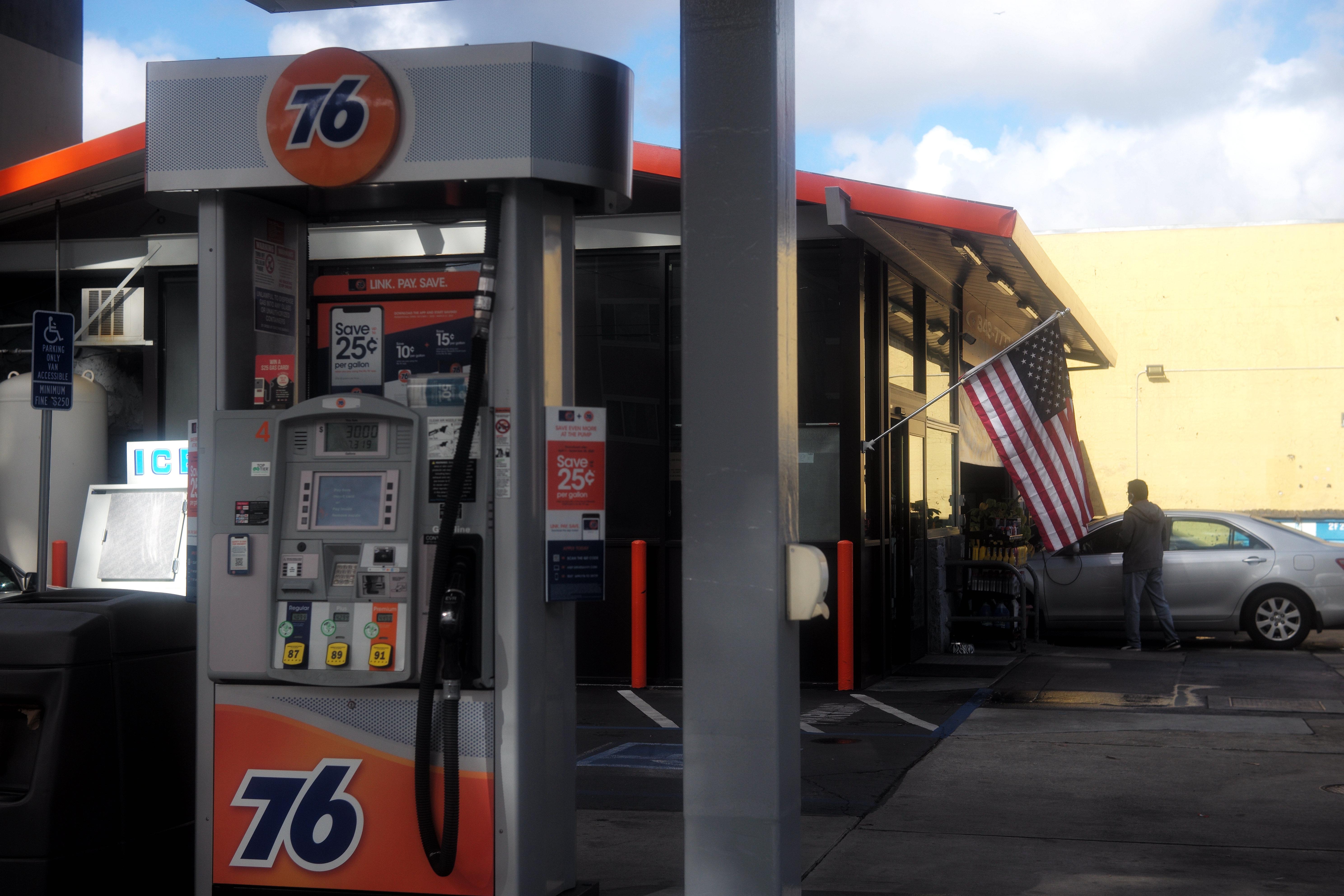 多重负面因素导致国际油价暴跌