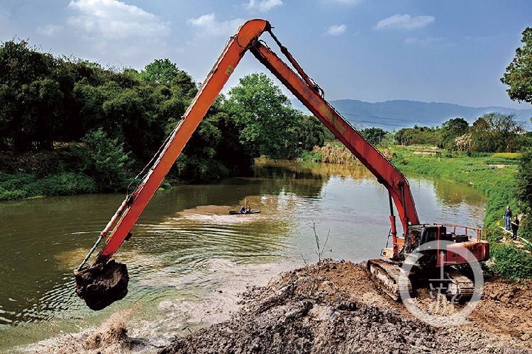 河道清淤忙,让碧水畅通流