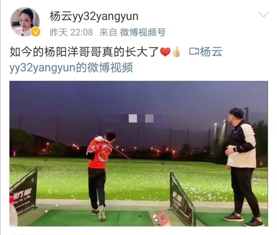楊威兒子楊陽洋打高爾夫,動作標準身高猛躥,昔日萌娃長成小帥哥