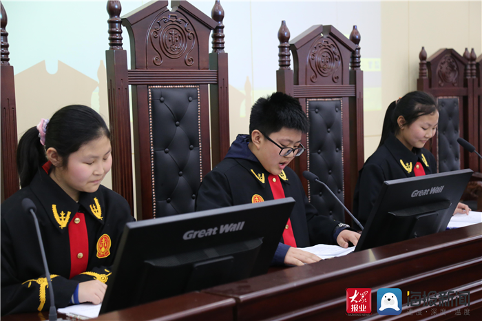 山县人民路小学入庭开展主题教育活动