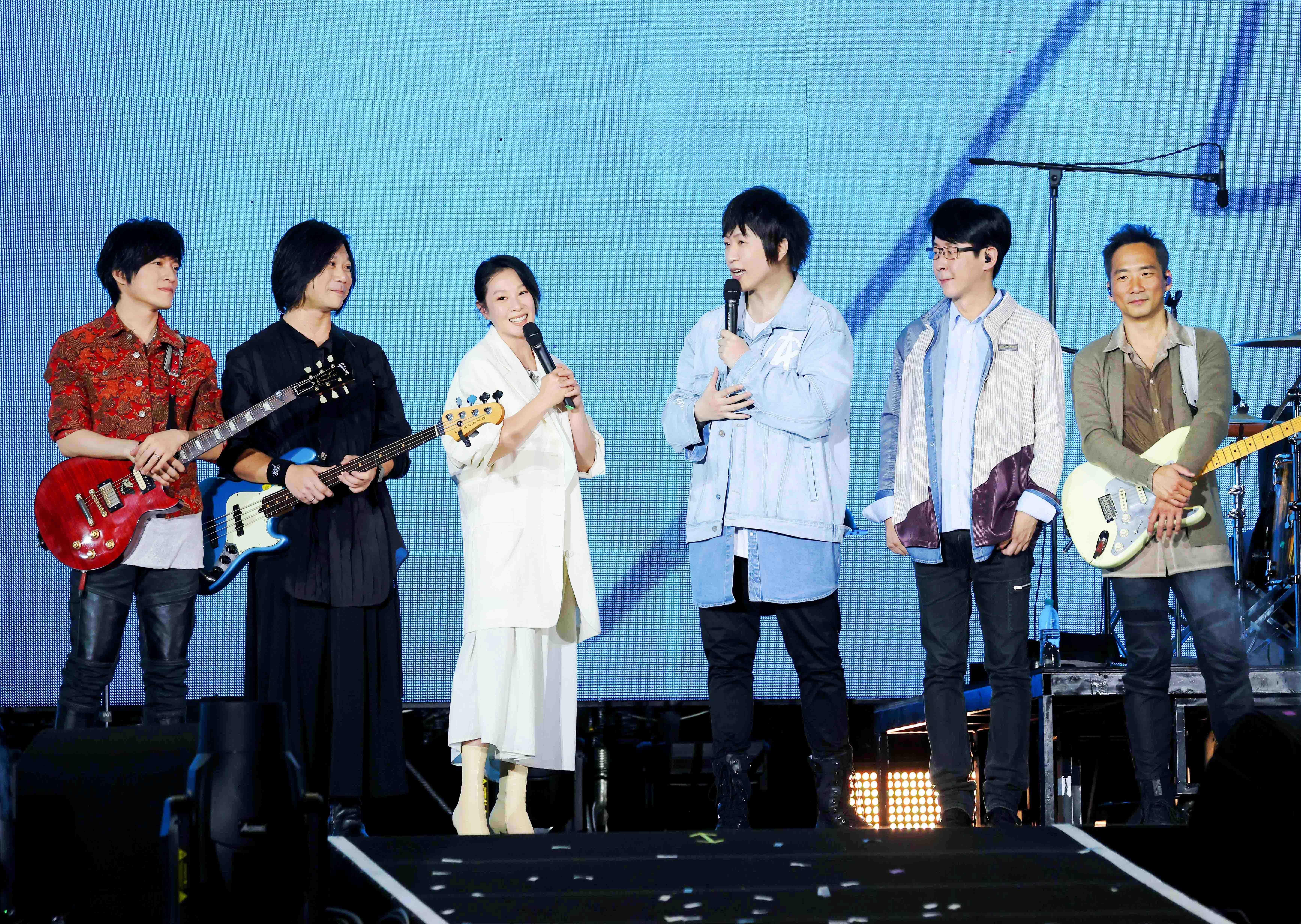 五月天《好好好想見到你》演唱會《各自安好》首唱劉若英:我其實是來陪老朋友