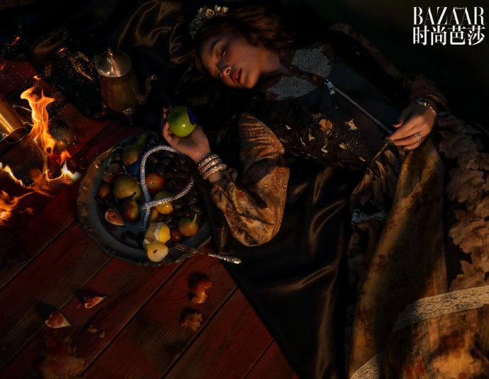 舒淇文艺复兴风格写真曝光 红棕卷发披肩似油画少女
