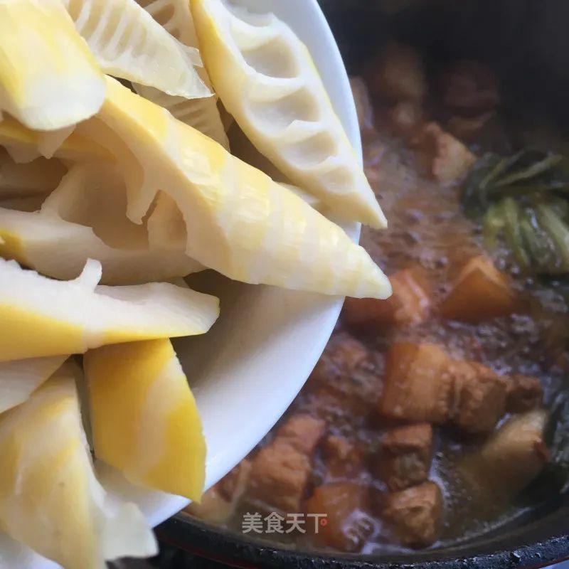 红烧肉炖春笋:笋鲜肉香,食之不腻,满口春意 红烧肉炖春笋 第11张