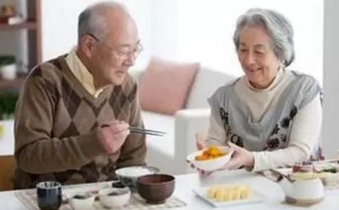 """老人""""清淡饮食""""过度 小心营养不良"""