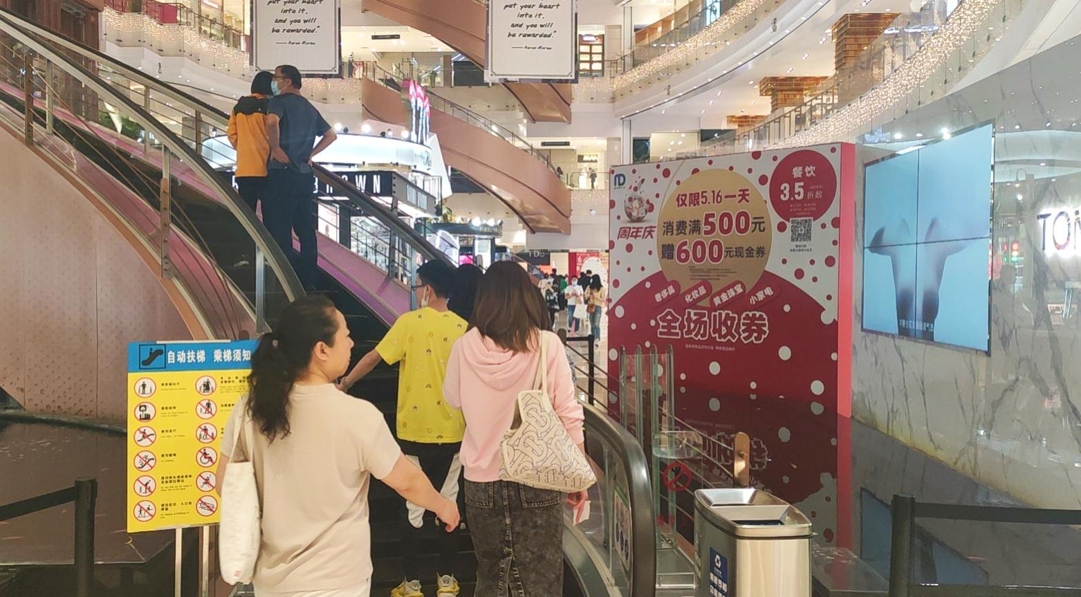 南京路步行街这家商场开业六年了,人气越来越旺,有啥秘诀