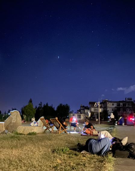 云南漾濞6.4级地震致3人死亡27人受伤 居民讲述:搭帐篷或睡街上