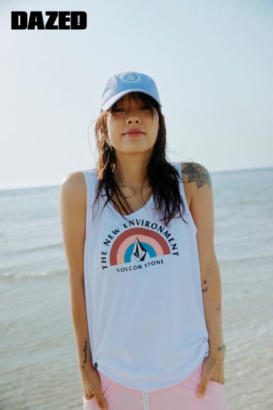 韩国女艺人李孝利济州岛拍杂志写真