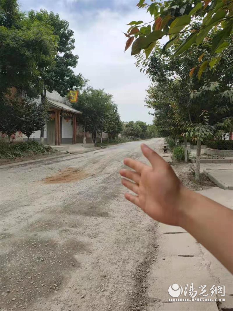 咸阳永寿店头至扶风交界道路损毁严重