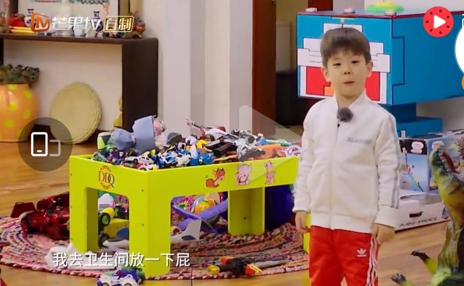 杜江霍思燕現身兒子演出,8歲嗯哼顏值優越,身高猛漲快到媽媽肩膀