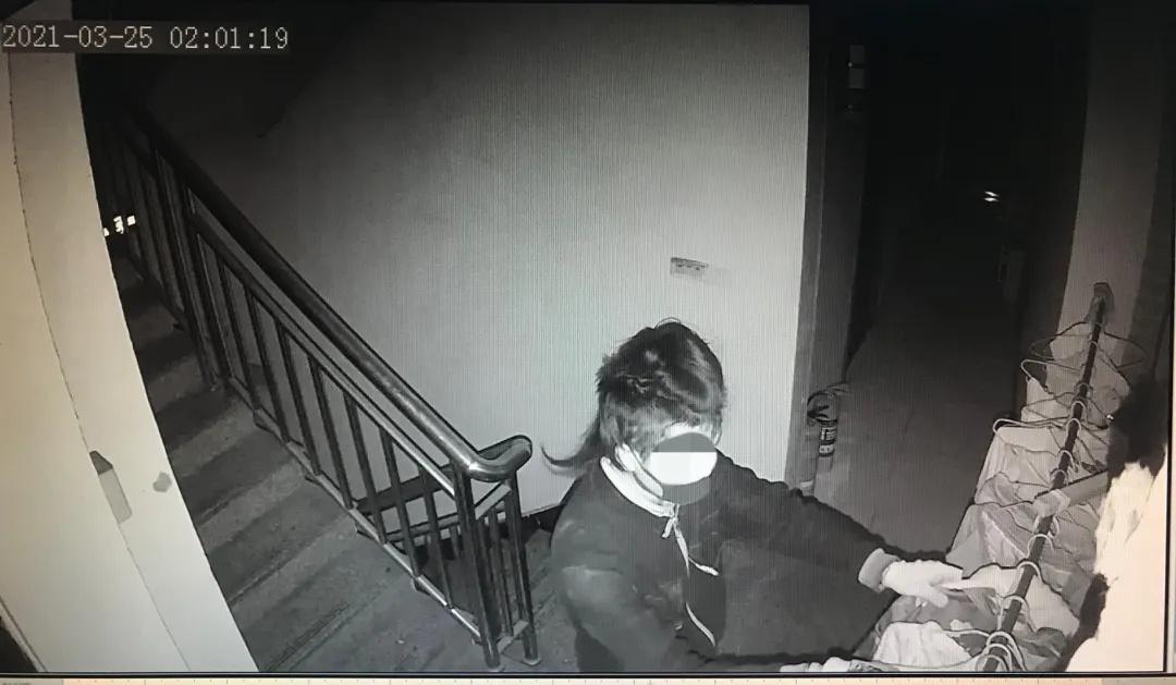 浙江一小伙一周内连偷7个后视镜,只要镜面清晰就偷回家,说出原因让人哭笑不得