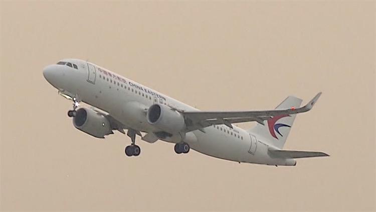 旅客自称新冠患者致飞机滑出后滑回 其首次核酸检测为阴性