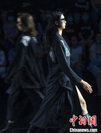 中国义乌时尚周举行 秀出时尚魅力青春活力