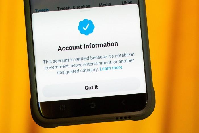 "Twitter承认错误验证了""少量""推特虚假账户"